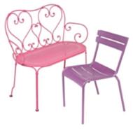 Des couleurs acidulées égayent les chaises 1900 (à gauche) et Luxembourg (à droite).
