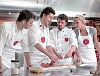 Aujourd'hui, L'atelier des Chefs compte 19 implantations où les cuisiniers en herbe apprennent les gestes et astuces de chefs.
