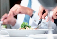 Pour que votre interlocuteur se sente à l'aise, renseignez-vous sur ses préférences culinaires et choisissez un endroit que vous connaissez.