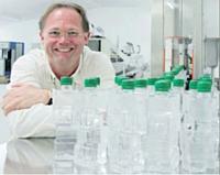 Pascal Bastien, fondateur de Vegetal & Mineral Water, compte augmenter sa production de bouteilles. Dans trois ans, l'entreprise en produira 500 millions par an.