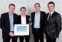 Arnaud Courdesses, Laurent Windenberger et Arnaud Thiollier (de gauche à droite), dirigeants d'ALT Partners, ont reçu leur prix des mains d'Antoine Caby (TNT Express France, à droite).