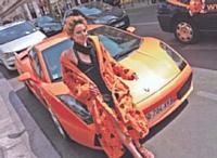 Afin d'immortaliser l'après-midi, chaque participant était photographié devant une Lamborghini prêtée par un partenaire pour l'occasion.