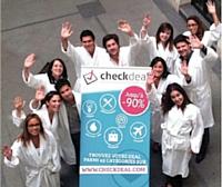 Pour soutenir l'événement, l'équipe de Checkdeal.com est venue au point de rendez-vous en peignoir.