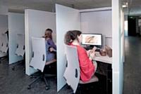 Le centre d'études et de recherches Certesens est composé d'une «matériauthèque», d'une «odorothèque» et de 16 cabines dédiées aux testeurs professionnels.