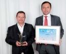 Jacques Setbon (Agence de Fab, à gauche) a reçu son prix des mains de Didier Gambart (Toyota).