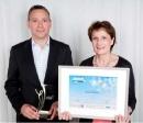 Elisabeth Rochas (Ubifrance) a remis ce prix à Laurent Ostrowsky (Piscines Magiline).