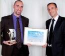 Mathieu Boullenger (à gauche, Plus que parfait) a reçu son prix des mains. de Thierry Mascarin (TNT).