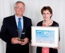 Hervé Allart de Hees (Delta Process) s'est vu remettre son prix par Elisabeth Rochas (Ubifrance)