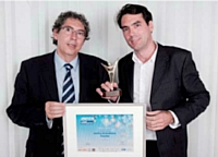 Gérard Bouhanna (OKI, à g.) a remis le Trophée de bronze à Geoffroy de Becdelièvre (PlanetVeo).