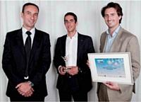 Victor Augais (à dr.) et Nicolas Warter ont reçu des mains de Thierry Mascarin (TNT, à gauche) le Trophée d'or des dirigeants de l'année 2012.