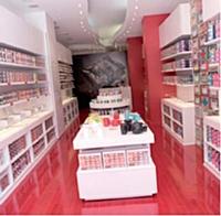 La marque Kusmi Tea, rachetée en 2003, compte plus d'une vingtaine de boutiques et corners en propre à travers la France.