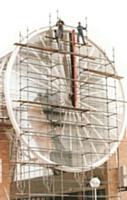 L'horloge monumentale de la gare de Cergy-Saint-Christophe, dans le Val-d'Oise, construite par Huchez, détient le record de la plus grande horloge à trotteuse d'Europe.