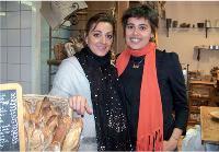 Elsa et Emmanuelle Condet sont soeurs et très proches dans la vie. C'est pourquoi elles ont ouvert un point de vente Grenier à Pain à Paris.