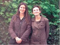 Du simple passe-temps, Laurence Ciaghi et Aurélie Therond ont fait de la vente de biens d'occasion sur eBay une activité professionnelle à plein temps en ouvrant une boutique.