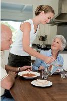 Les enseignes de services destinés aux seniors affichent une santé éclatante, avec une quinzaine d'ouverture d'agences par an.