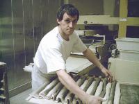 Pour maîtriser parfaitement ses dépenses et ainsi réduire ses coûts, Denis Tallet pèse, par exemple, chaque ingrédient lors de la fabrication.