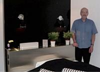 Les chambres design de Jean-Paul Vialeton ont un tel succès qu'il n'arrive pas toujours à satisfaire les demandes de ses clients.