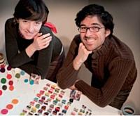 Les bijoux en résine aux couleurs acidulées de Blandine Berthelot et Mathieu Rébillard.