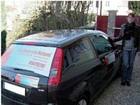 Pour réaliser le marquage de son véhicule utilitaire, Cécile Farges s'est offert les prestations d'un fabricant d'adhésifs sur mesure. Coût de l'investissement: 130 Euros.