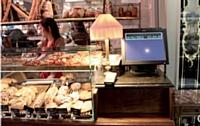 Les terminaux nouvelle génération présentent deux écrans: l'un sert pour l'encaissement, l'autre, tourné vers le client, permet de diffuser des messages à son attention.