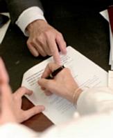 La convention doit comporter un certain nombre de clauses obligatoires et doit être signée par les différentes parties.