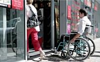 Les boutiques doivent être aménagées pour accueillir les personnes souffrant d'un handicap avant le 1er janvier 2015.