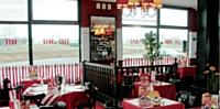 Conviviaux et familiaux, les restaurants en chaîne développent un concept décliné du menu à l'aménagement intérieur.