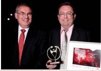 Fabrice Renner (à droite) a reçu le 2e prix des mains de Jean-Louis Ceccaldi (GDF Suez).