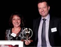 Sylvie Auteau Moënne-Loccoz a reçu le 3e prix des mains de Florent Lamoureux (Caisse d'Epargne BPCE).