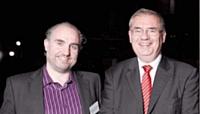 Yves-Marie Le Bourdonnec (à gauche) a reçu le 2e prix des mains de Jean-Louis Ceccaldi (GDF Suez).