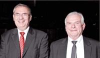 Michel Dronier (à droite) a reçu le 3e prix des mains de Jean-Louis Ceccaldi (GDF Suez).