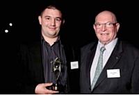 Casimir Conquet, représentant son père, a reçu le 1er prix des mains de Jacky Lebrun (Cefac).