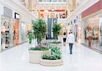 L'avantage d'un emplacement dans un centre commercial, c'est le flux permanent de clients.