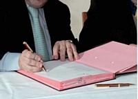 La signature d'un bail, l'activité du repreneur doit être bien spécifiée. L'ancien propriétaire peut refuser celle évoquée par le futur acquéreur. L'annotation «utilisation des locaux pour toute activité» reste idéale.