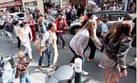 Plus de 200 personnes ont participé au flash mob organisé par l'association des commerçants du centre garennois en mai dernier.
