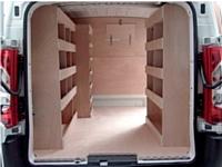 En fonction de l'épaisseur du bois et/ou du type d'aménagement, vous pouvez optimiser l'espace dans votre véhicule utilitaire. Entre sécurité, efficacité et robustesse, le bois permet aussi des personnalisations (lasure, peinture, etc.).