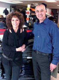 La stratégie commerciale d'Anna et Carmine Valente a permis d'étendre et de fidéliser la clientèle de la boutique.