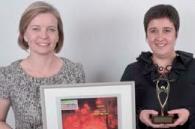 Bénédicte Ramet (à droite) a reçu le 1er prix des mains de Joséphine Ray (Ciel).