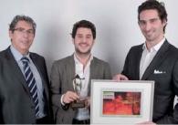 Gérard Bouhanna (OKI) (à gauche) a remis le 1er prix à Nicolas Wolfovski et François Chambaud.