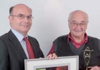 Le 1er prix a été remis à Bernard Xueref (à droite) par Eric Lestanguet (GDF Suez Energies France).