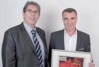 Olivier Reynal (à droite) a reçu le deuxième prix des mains de Gérard Bouhanna (OKI).