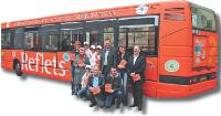 Le bus aux couleurs du magazine proposait un jeu-concours