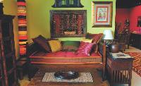 Aroll & Co se positionne sur le créneau du meuble ancien authentique.
