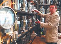 Grâce à ses trois boutiques, Didier Cannaud dégage un chiffre d'affaires de 400000 euros.
