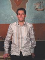 A seulement 25 ans, Guillaume Hermitte est à la tête d'un commerce qui vend du chocolat équitable.