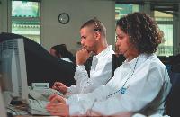 Les sociétés de télésurveillance sont en liaison avec un centre de sécurité. Ce dernier se déplace en cas d'infraction.