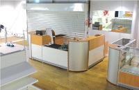 En plus de sa fonction première, la caisse sert d'espace de vente pour les produits et services complémentaires. Elle fait également office d'accueil pour les clients.