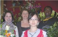Sandrine Windels (derrière) et trois de ses apprentis, de gauche à droite: Yuedan, Claire et Nii.