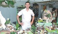 Ludovic Villedieu a rencontré un grand succès en proposant aux visiteurs du salon des Artisanales de Chartres ses pâtisseries confectionnées sur place.