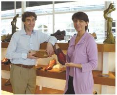 Véronique et Olivier Carrobourg proposent des chaussures sur mesure, pour les hommes uniquement.